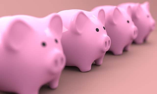 saving-money-in-a-piggy-bank