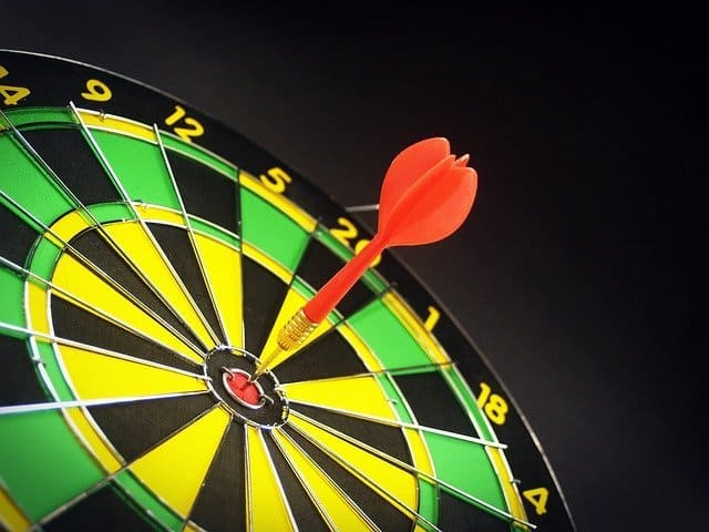 target-board-with-arrow-in-the-middle