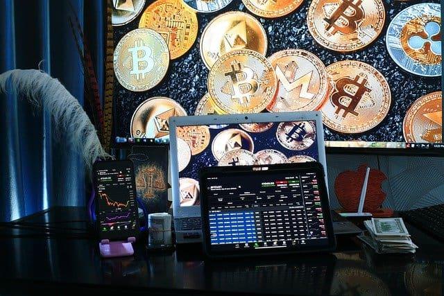 cryptocurrencies-computer-charts